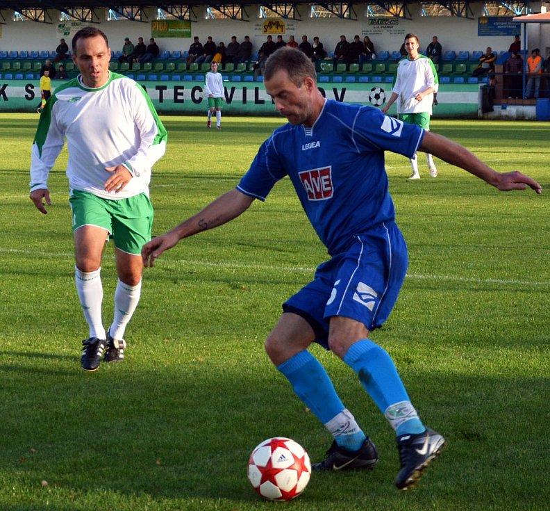 DOBRÁ PRÁCE! Fotbalisté Vilémova (v modrém) doma porazili Blšany 4:1.