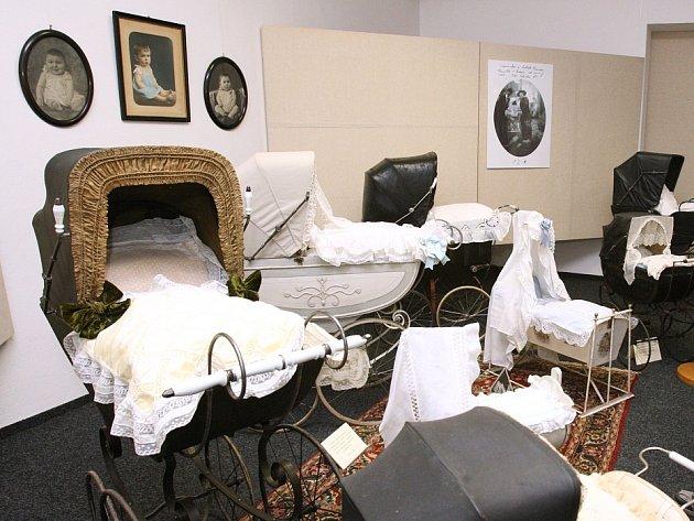 Výstava historických kočárků v děčínském muzeu, ilustrační foto.