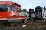 Ve Šluknově smetl osobní vlak náklaďák se štěrkem.