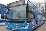 Autobus s basketbalisty jezdí po Děčíně.