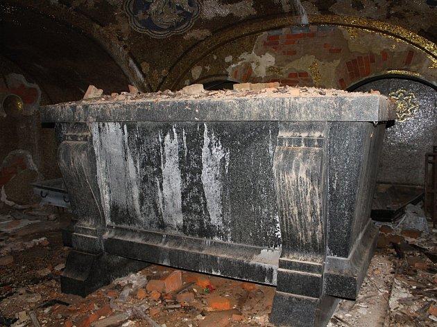 Krásná Lípa daruje spolku Omnium pozemek pod Dittrichovou hrobkou.