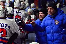 POSLEDNÍ ZÁPAS. Děčínští hokejisté doma padli s Vrchlabím. Před zápasem byli oceněni nejlepší hráči HC Děčín.