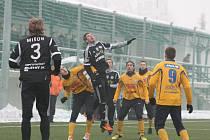 ZVEDAJÍ SE. Po remíze v Příbrami (na snímku) tentokráte Varnsdorf porazil Jihlavu.