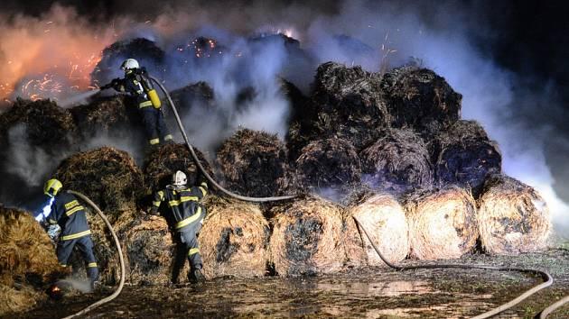 V Horním Podluží na Děčínsku hořel stoh.