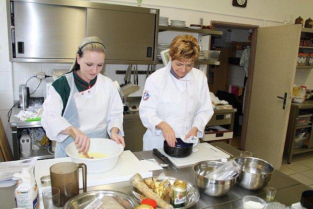 Střední odborná škola  služeb a řemesel v Děčíně uspořádala ve spolupráce s Asociací hotelů a restaurací oblastní kolo gastronomické soutěže Ochutnejte republiku.