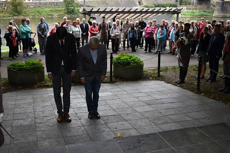 Sokolové přišli položit květiny k pomníku Miroslava Tyrše.
