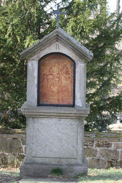 Křížová cesta ve Šluknově je nejstarší v regionu.