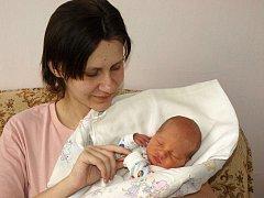 Lence Navrátilové ze Starých Křečan se 24.února ve 13.40 v rumburské porodnici narodil syn Petr. Měřil 50 cm a vážil 3 kg.