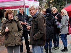 Ochutnávka svatomartinského vína v Křížové ulici pod zámkem v Děčíně