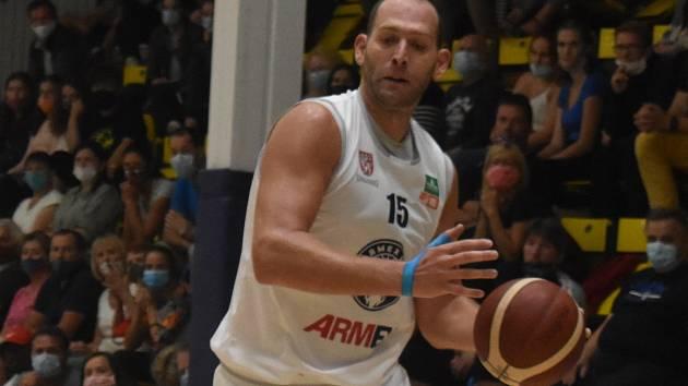 Jakub Houška při finále Alpe Adria Cupu proti Pardubicím.