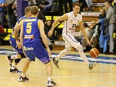 LUBOŠ STRIA (na snímku vpravo) v utkání proti Ústí.