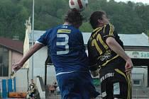 ŠKODA. Junior Děčín (v modrém) doma prohrál 2:3 s Litvínovem.