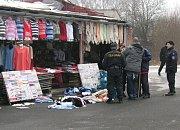 Tržnice v obci Hřensko je přes měsíc, od neděle 21. září, pod nepřetržitým dohledem celní správy.