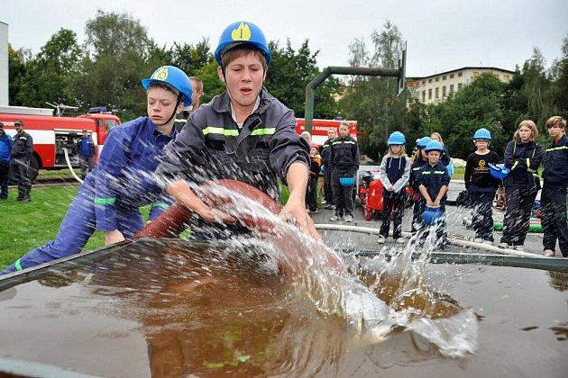 1. ročník soutěže v požárním útoku si děti užily.