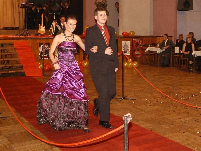 921ba2d7ed01 Maturitní ples Střední průmyslové školy chemická a stavební.