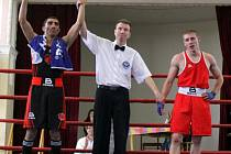 PORÁŽKA. Děčínští boxeři (v červeném) prohráli 4:14 v Prostějově.