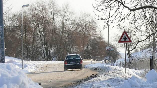 V České Kamenici a okolí jsou silnice sjízdné jen s velkou opatrností.