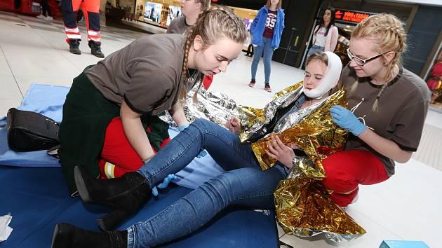 Mezinárodní soutěž zdravotnických škol proběhla v obchodním centru Pivovar.