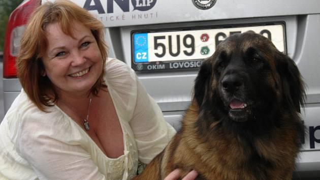 Marcela Dvořáčková se psem Akilou.