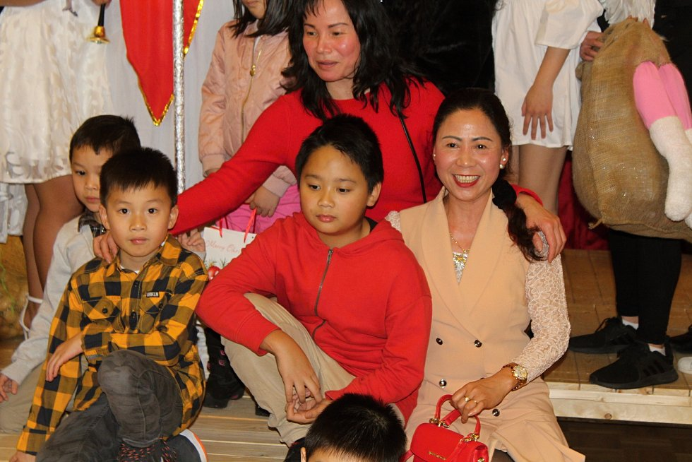 Vietnamská komunita v Děčíně slavila Mikuláše.