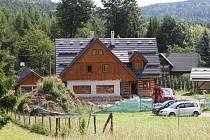 Chalupa Karla Gotta v Doubici na Děčínsku se stavebně pomalu dokončuje.