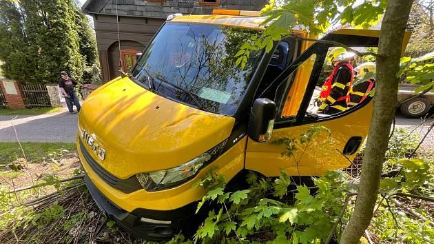 Nehoda odtahového vozu v Jiřetíně pod Jedlovou.