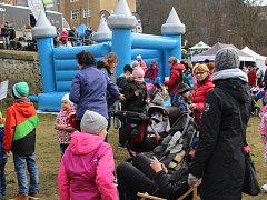 Zahájení turistické sezony se zúčastnily stovky lidí.