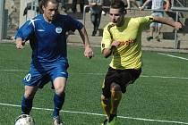 DOMA VÁLEJÍ. Fotbalisté Junioru Děčín (ve žlutém) doma porazili Bílinu 2:0.