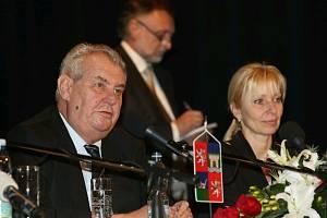 Prezident Miloš Zeman na Střelnici s děčínskou primátorkou Marií Blažkovou.