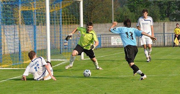 PROHRA. Vilémov (v modrém) opět nestačil na Polepy a doma poprvé na jaře prohrál 1:3.