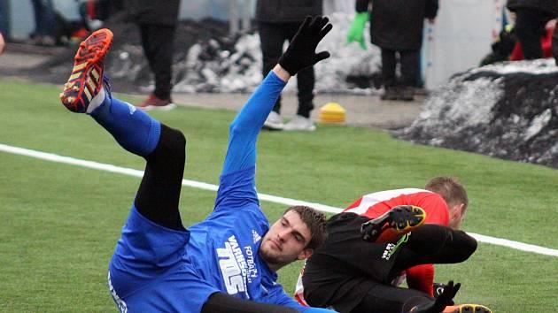 REMÍZA. Varnsdorf (v modrém) hrál s Viktorkou Žižkov 1:1.