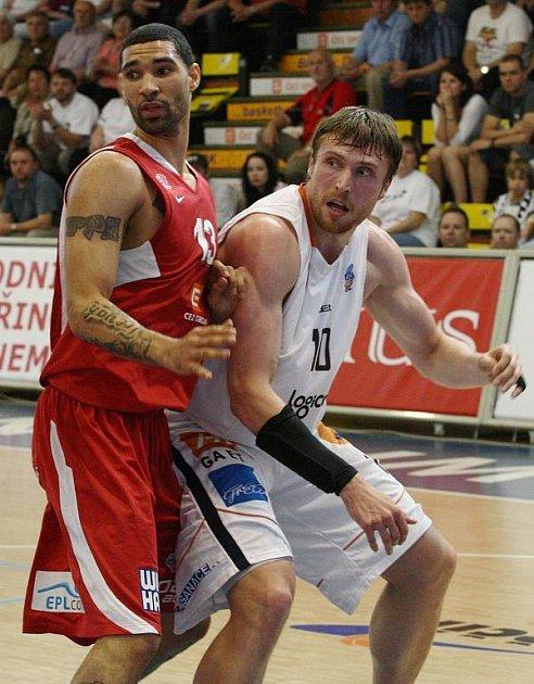 ŠKODA. Basketbalisté Děčína prohráli s Nymburkem velmi těsně i druhé utkání semifinále.
