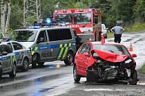 Po srážce dvou aut u Těchlovic skončilo jedno z nich v Labi.