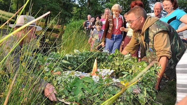 Svatojánské slavnosti na Vlčí Hoře přivítaly desítky lidí