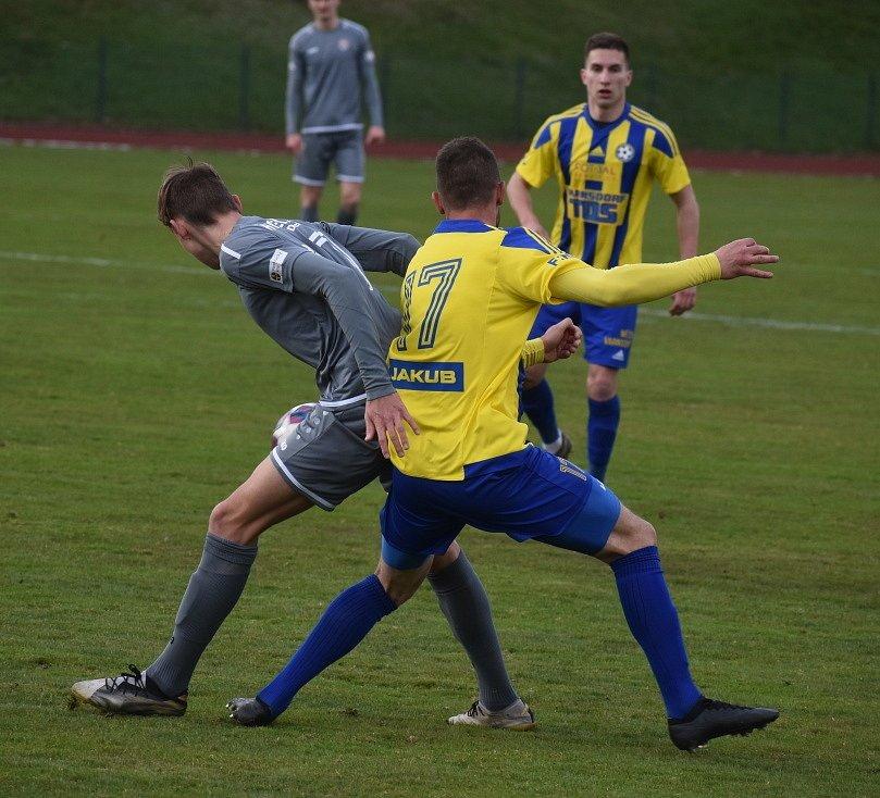 Fotbalisté Varnsdorfu (žlutomodrá) doma hostili Chrudim.