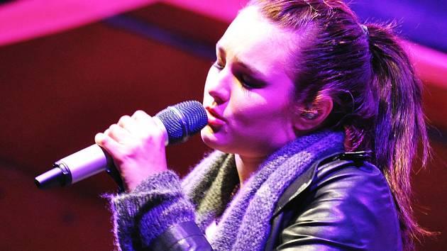 Ewa Farna zazpívá v Děčíně.