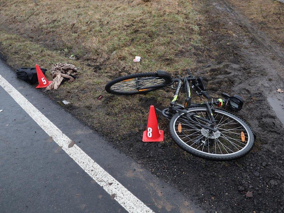 Nehoda cyklistky.