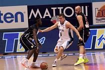 PADLI. BK Děčín (v tmavém) prohrál v Prostějově.