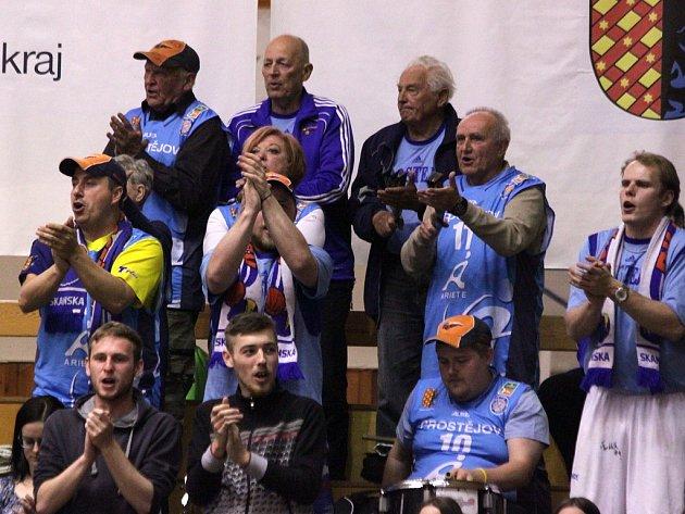 ČTVRTÝ ZÁPAS semifinále play-off doma vyhrál Prostějov. Stav série je 2:2.