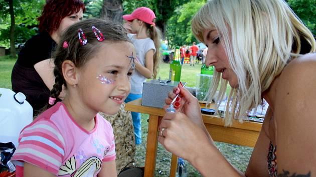 Benešovskému slunovratu  letos přálo počasí. Na dvacáté oslavy proto dorazily tisíce lidí.
