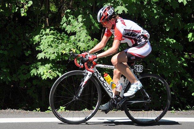 Tři, dva, jedna, start! Tour de Feminin zvedla oponu, největší cyklistický podnik v dějinách země má za sebou ostrý úvod.