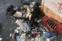 Požár odpadu v Bynově.