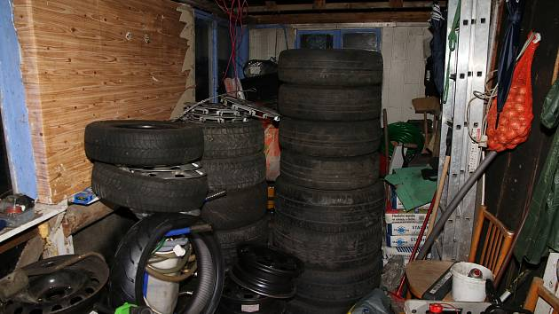 Ukradené věci z garáží, ilustrační foto.