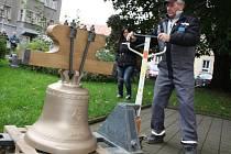 Kostel na Husově náměstí dostal nový zvon.