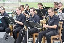 BIG BANDY zahrály i na Smetanově nábřeží v Děčíně.