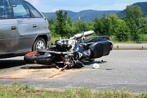 Dopravní nehoda motocyklu a osobního auta.