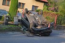Dopravní nehoda v ulici Českolipská v Děčíně, pondělí 15. května 2017 večer.