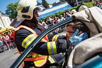 Vypřošťování lidí z aut po dopravní nehodě si vyzkoušeli hasiči v Rumburku.