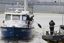Záchrana tonoucího a ani běžná hlídková činnost nečiní česko – německým hlídkám poříčních policistů problém