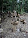 Kamenné mohyly rostou v Českém Švýcarsku po stovkách.